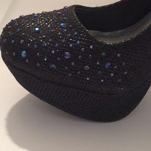 Qupid Shoes - Qupid black glitter platform heels size 7 1/2